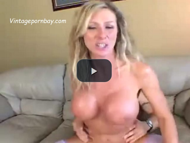 My Stepmom Knows How to Satisfy Me With Her Sexy Ride