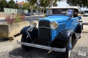 Rassemblement de véhicules anciens à Mornas