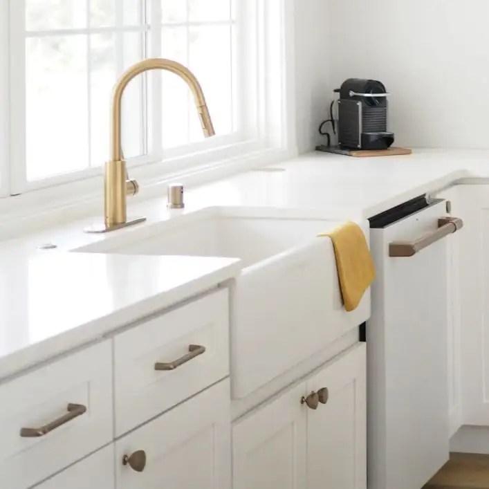 33 inch fireclay reversible apron farmhouse sink matte white