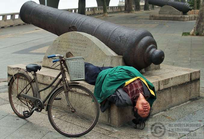 An uncomfortable spot for a snooze in Shamian Park