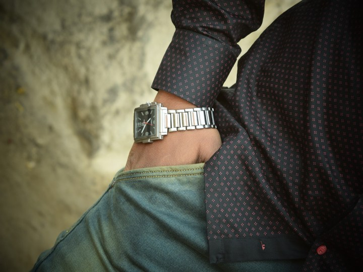 Is wearing Broken Wrist Watches Fashionable or Inappropriate?