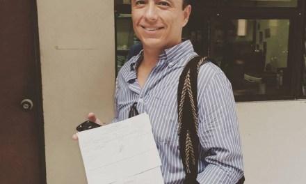 Exconcejal Leonardo Puentes lidera recolección de firmas para el referendo contra violadores.