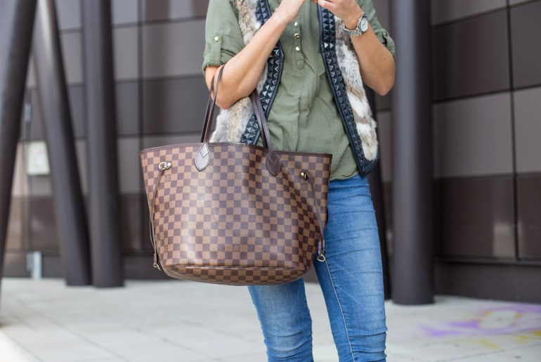 Foto-by-Nadja-Nemetz-Wien-wienerblogger-blogger-fashionblogger-modeblogger-fashion-mode-outfit-louis-vuitton-neverfull-handbag-handtasche-timberland-stiefel-olive-shirt-primark-fellgilet-fell-pelz-pelzgilet-1