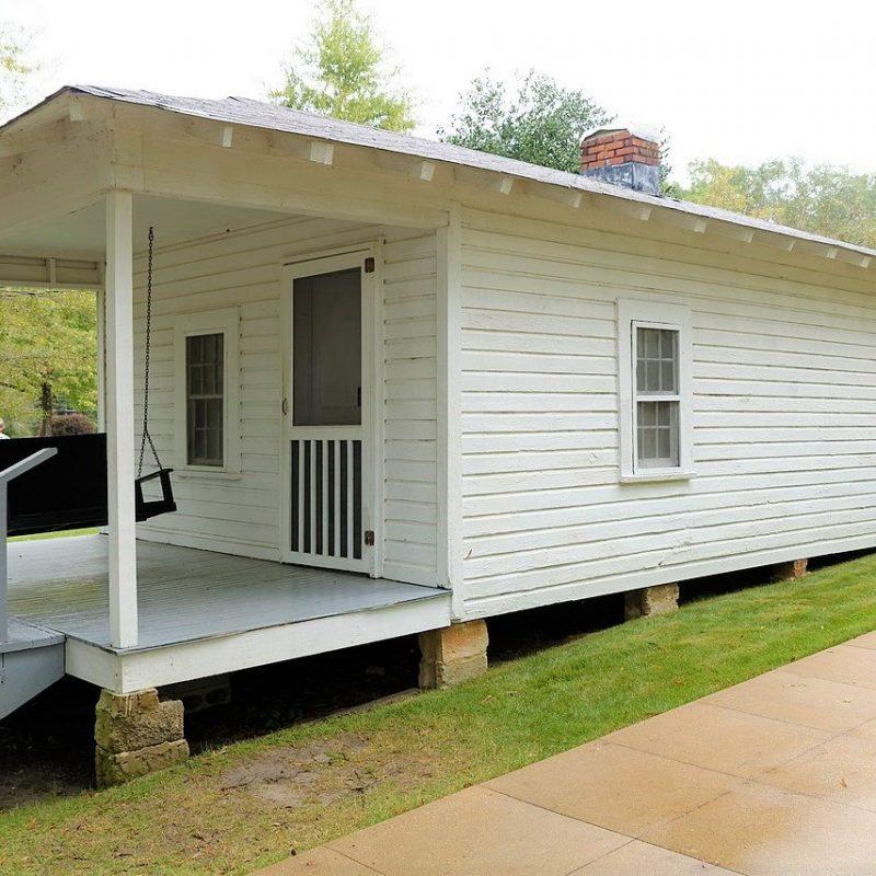 Elvis Presley Birthplace, Tupelo, Mississippi (Photo Credit: Wikipedia)