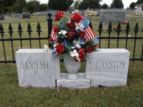 Gravesites of President Bill Clinton's Parents (Photo Credit: Find a Grave)