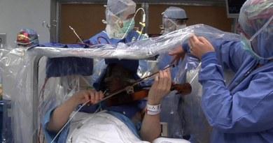 Roger Frish | Violinista sendo operado