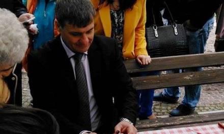 Кметът на Велинград Д-р Костадин Коев присъства на голямото писане на великденски яйца.