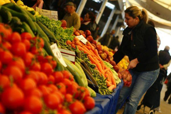 Спад в цените на някои плодове и зеленчуци се отчита на градския пазар във Велинград