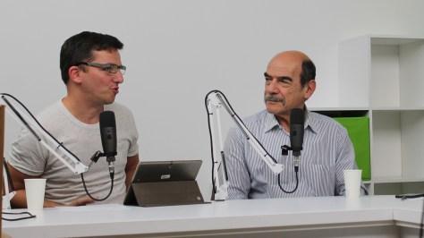 """""""Kedvünk van kedvet csinálni a pedagógusoknak"""" - mondja vendégünk, Alföldi István (jobbra). Mellette Justin Viktor újságíró. Fotó: Nemes Cilla"""