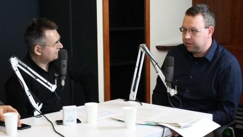 Farkas Bertalan Péter, a Tempus Közalapítvány Tudásmenedzsment csoportjának vezetője és Szilágyi Árpád, a DTM műsorvezetője. Fotó: Nemes Ilona