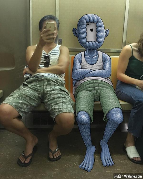 這位藝術家替車廂中的陌生人加上⋯⋯怪物!
