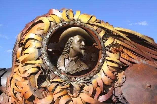 Esculturas de metal cara