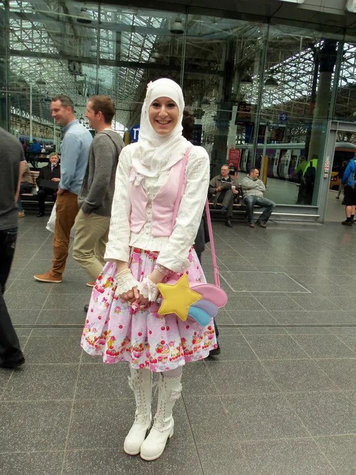 7be0e1060 La moda Lolita musulmana es una nueva tendencia inspirada en Japón ...