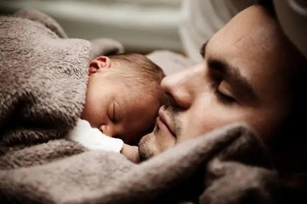 padre e hijo durmiendo
