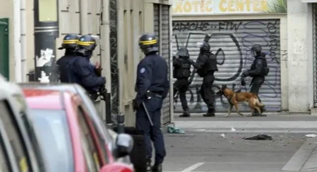 muerte-de-perro-policia-paris-redada8