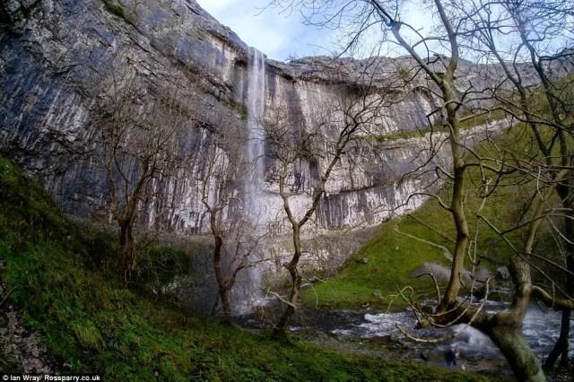 cascada-fluye-reino-unido6