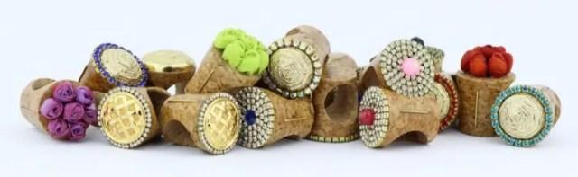 anillos-corcho-joyeria-unica-materiales-innovador-reciclaje-anillos