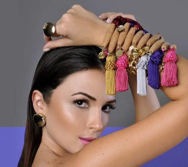 anillos-corcho-joyeria-unica-materiales-innovador-reciclaje-brazaletes