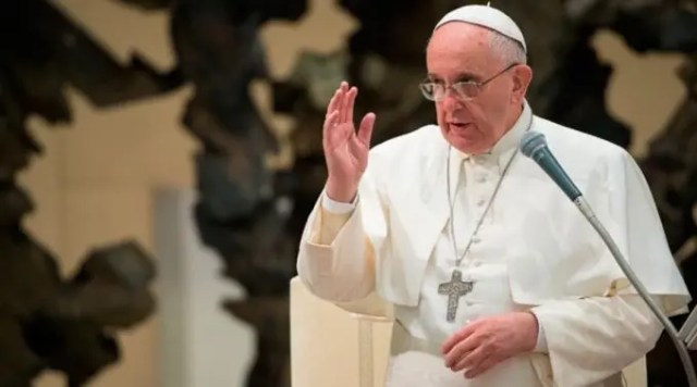 papa-francisco-jesus-no-abandonaria-un-homosexual1