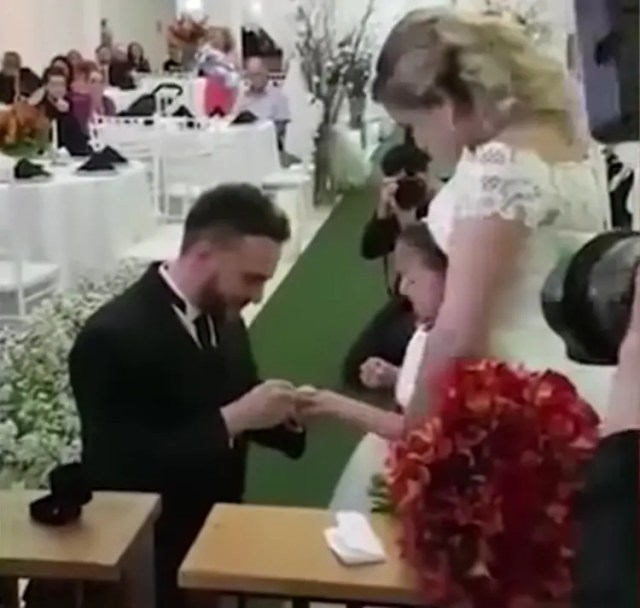 hombre-propone-ser-hija-para-siempre-02