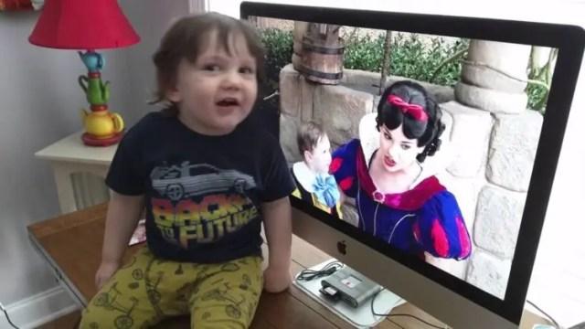 nino-autista-se-enamora-de-blancanieves6