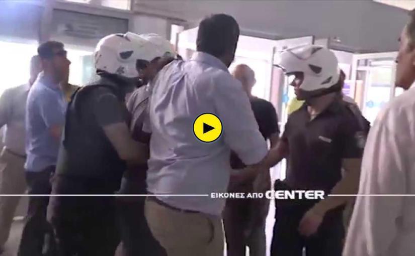 Επίθεση με γιαούρτια στον Βασίλη Κικίλια στην Καβάλα