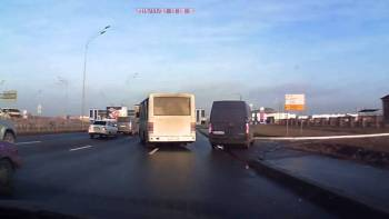 Semi-Truck Incredibly Swerves Around Van At Last Second In Traffic