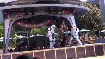 Little Jedi Kid Fights Like Crazy At Disneyland's Jedi Training Academy