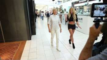 Ellen and Britney Spears Have Fun At The Mall