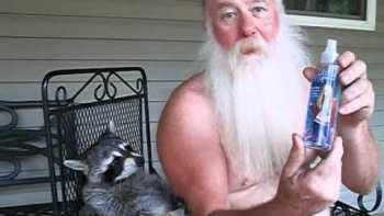 Old Red Neck Uses Hannah Montana Coon Repellent To Stop Snappy Pet Raccoon