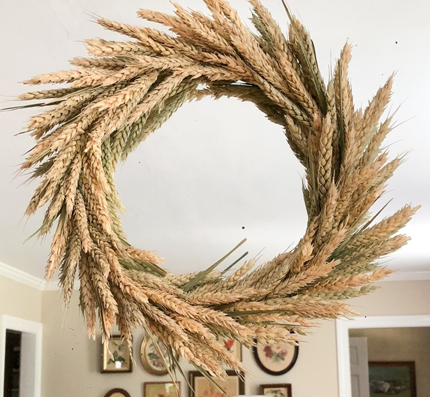 DIY Wheat Wreath for Fall Step-by Step Tutorial #fall #fallcraft #fallwreath #wheatwreath