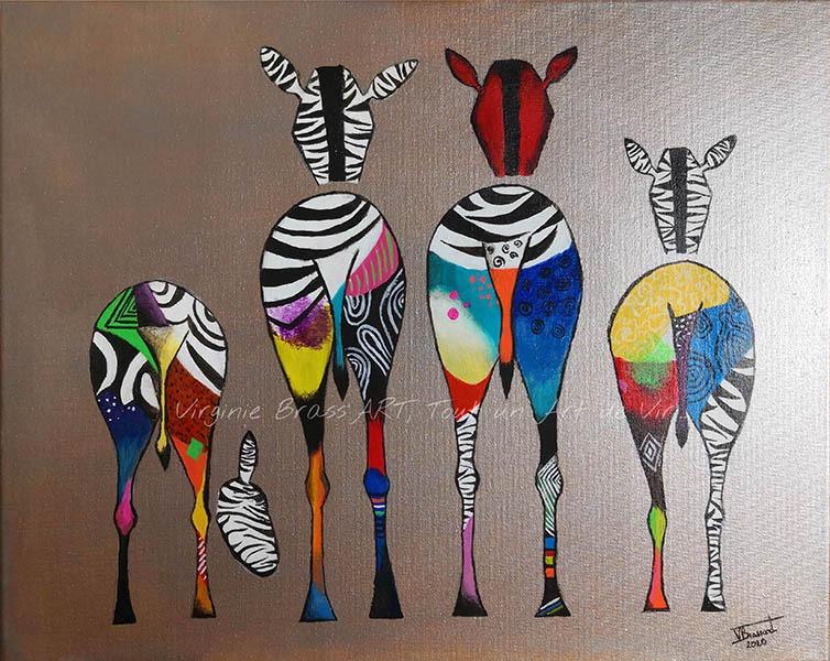 Tableau acrylique de zèbres multicolores sur fond mordoré réalisés par l'artiste peintre et portraitiste animalière Virginie Brassart