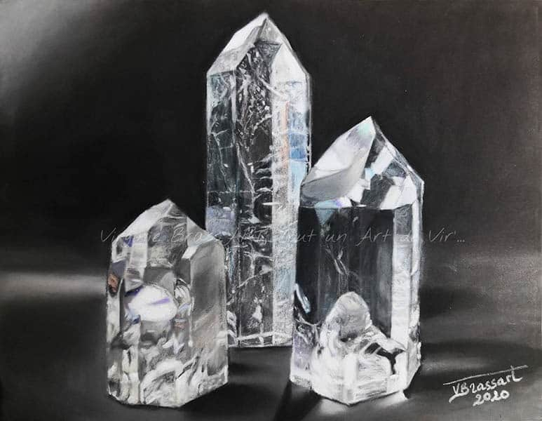 Dessin aux pastels secs de 3 cristaux de quartz transparent sur fond noir réalisé par l'artiste peintre et portraitiste animalière Virginie Brassart