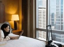Menginap di hotel