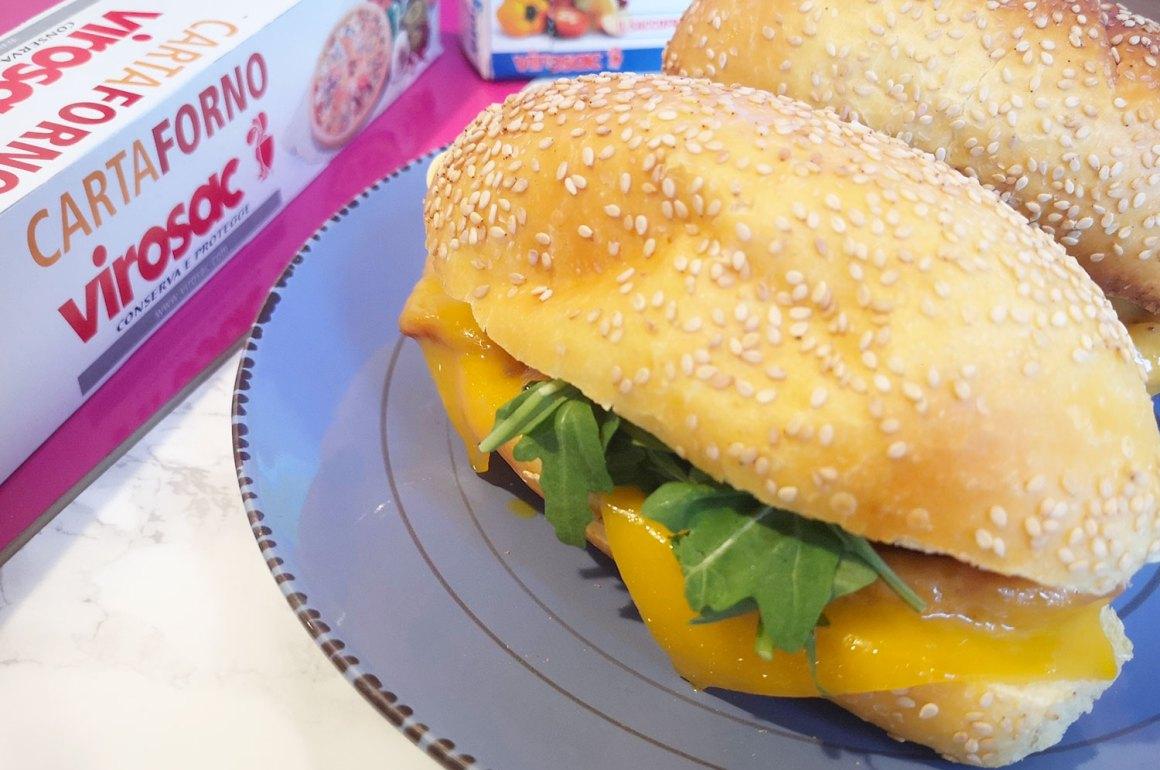 panino con cotoletta di pollo pancetta cheddar pomodorini gialli rucola virosac magazine