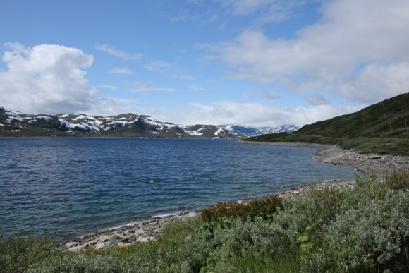Blick Richtung Norden über den See Tyin, im Hintergrund das Jotunheimen Gebirge