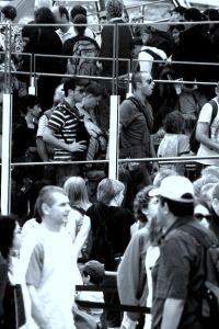 Gente haciendo cola en una imagen de morgue file