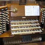 300px-Pipe.organ.console.arp