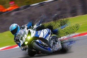 motorrijder die snel door bocht gaat