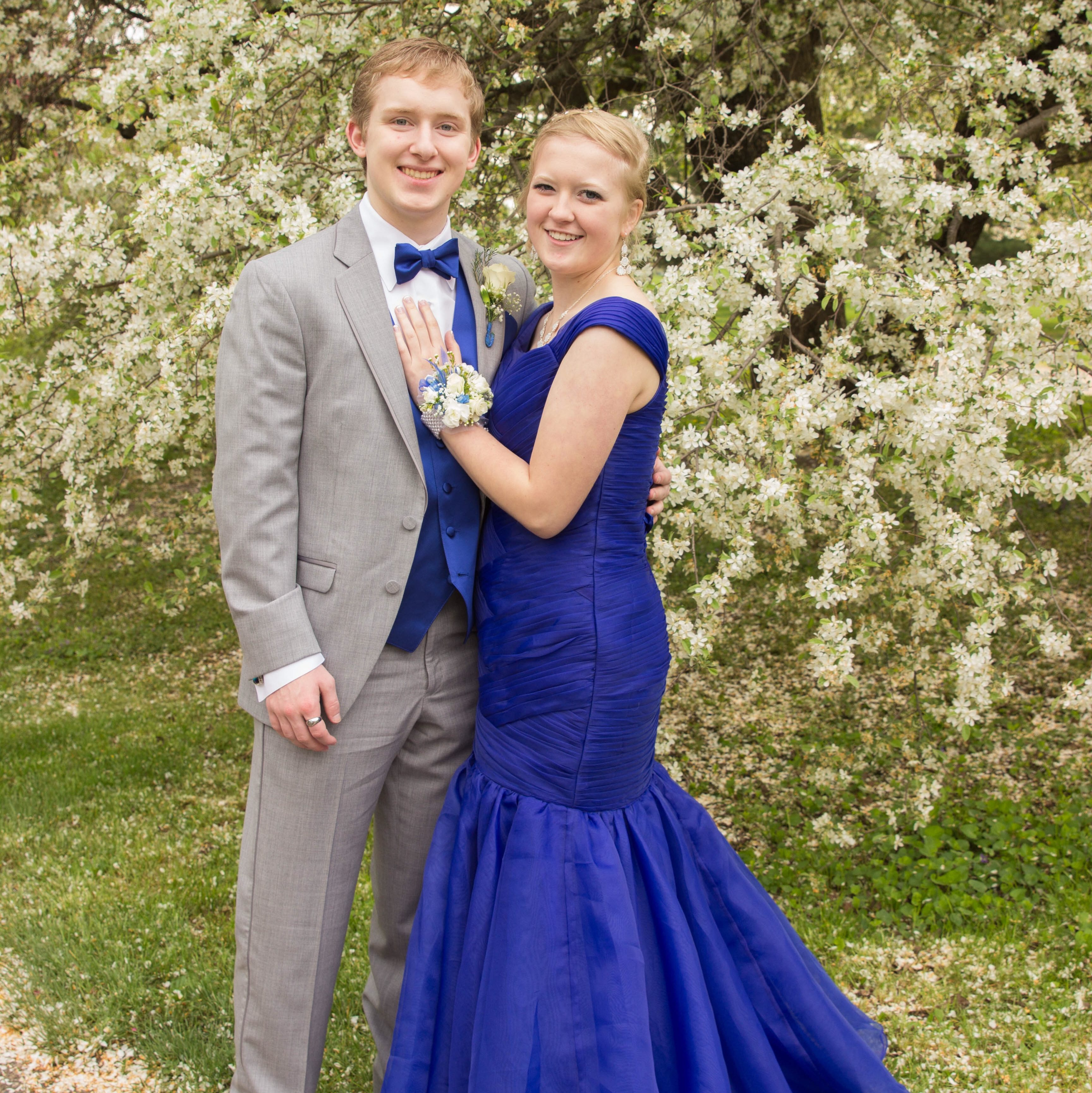 prom dating Most kids take their significant others or a friend to the prom but sometimes circumstances, luck, or imagination intervene to pair a promgoer with someone—or something—very unexpected for that special occasion in 2012, high school junior regina reynolds declared that if no one asked her to.