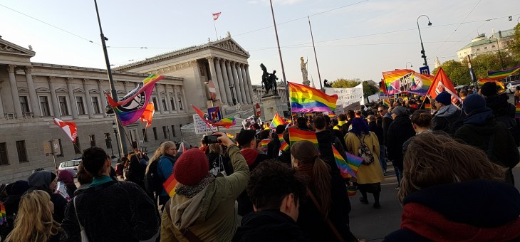 visiBi*lity takes part in the Regenbogenmarsch for human rights