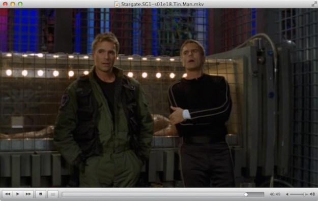Épisode de Stargate SG-1 en DivX (c'est mal (mais c'est lumineux)).