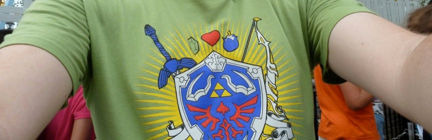 Un t-shirt de T-Fury ou Qwertee.