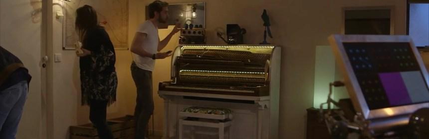 piano de la Première pièce de Google France : plan large