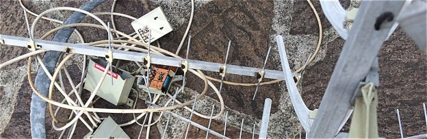 antenne de télé abandonnée et démontée