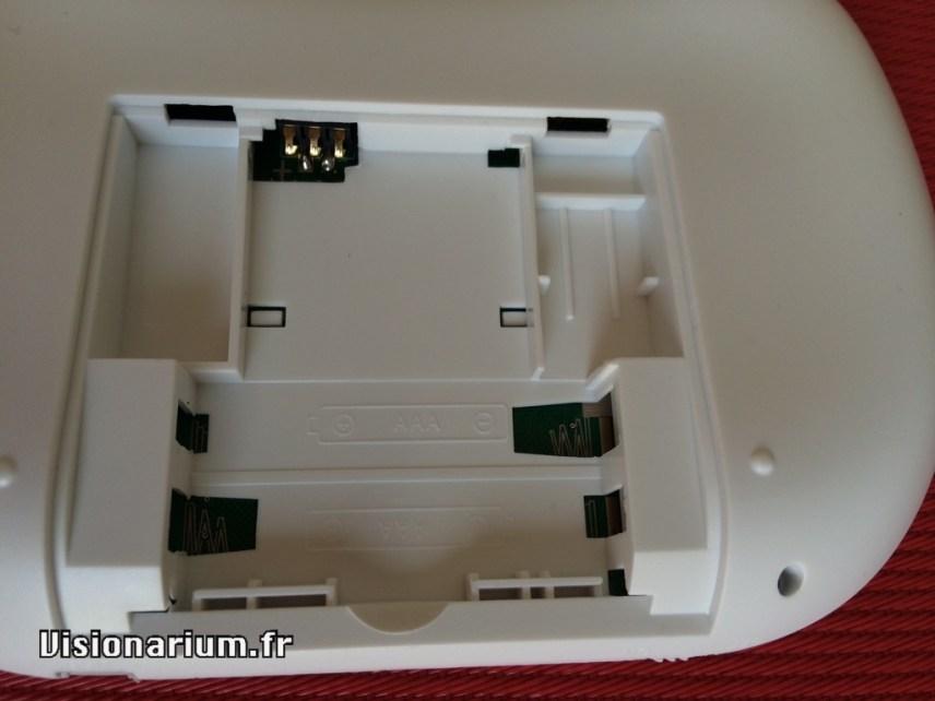 Amusant : le moule est aussi utilisé pour un modèle à piles.