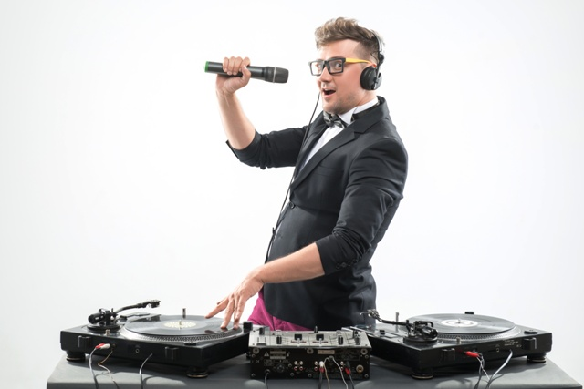 9 Reasons Why Hiring an Amateur Wedding DJ Is a Huge Mistake
