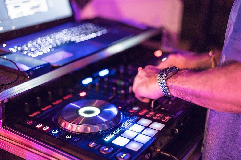 Cost Guide to Wedding DJs