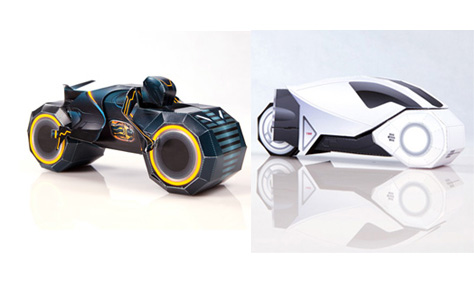 TRON-LEGACY-LIGHT-CYCLE-PAPER-TOY.jpg