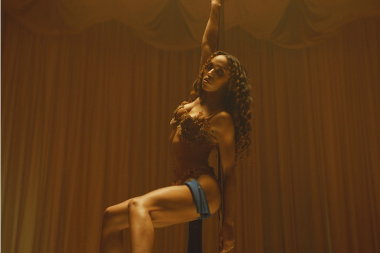 FKA twigs regresa con un track y video nuevo, Cellophane